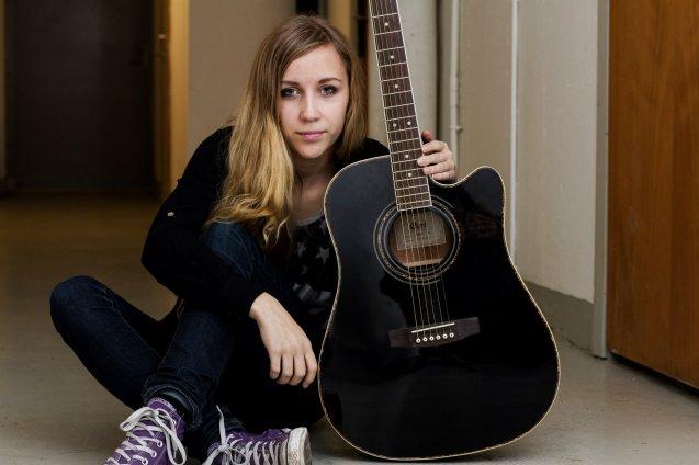 Emma Guitarr